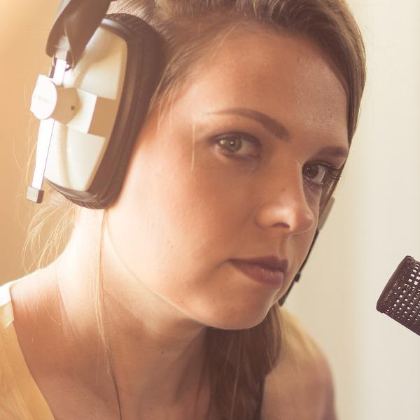 סשה בקמן - פסנתרנית זמרת יוצרת